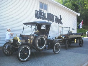 Model T Fords arrive GFMRRC (2)